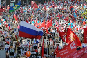 Kinh ngạc biển người tham gia diễu hành Trung đoàn bất tử ở Moscow