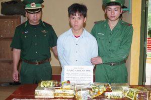 Băng rừng chuyển 10 kg ma túy từ Lào vào Việt Nam