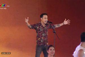 Phạm Anh Khoa hát 'Tôi người Hải Phòng' trên sóng trực tiếp