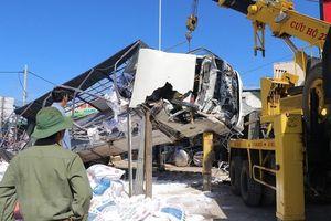 Clip ghi cảnh xe tải gây tai nạn làm chết 5 người ở Lâm Đồng