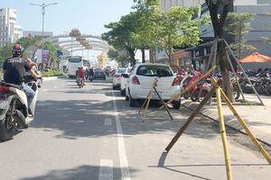 'Cuộc chiến' đậu đỗ xe: Cát cứ lòng đường