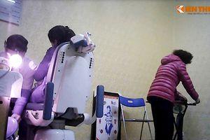 Bóc mẽ chiêu giả 'thầy chùa' xem bói quanh bệnh viện