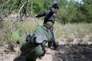Hoàn cảnh khốn cùng của những người đi tìm 'giấc mơ Mỹ' bị bắt ngay biên giới