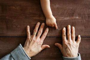 6 dấu hiệu khác lạ của móng tay tưởng đơn giản nhưng cực nguy hiểm
