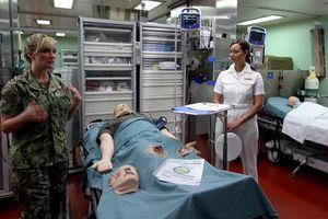 Tàu 'siêu bệnh viện' của Hải quân Mỹ đến Nha Trang