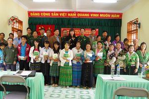 Khai giảng lớp xóa mù chữ cho đồng bào dân tộc Mông vùng biên giới Sơn La
