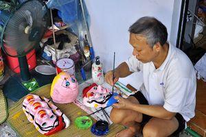 'Tận mục' nghề làm mặt nạ giấy bồi ở Hà Nội