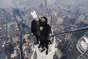 Những kẻ không sợ chết leo lên nóc nhà chọc trời làm gì?