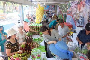 Đẩy mạnh tiêu thụ nông sản an toàn tại Hội chợ xúc tiến thương mại HTX