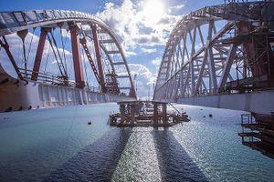 Vẻ đẹp của cây cầu Crimea vĩ đại do Nga xây bắc qua eo biển Kerch