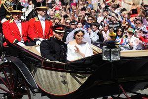 Biển người xem Hoàng tử Harry và cô dâu Markle diễu hành sau hôn lễ