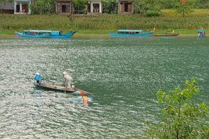 Quảng Bình: Lốc xoáy làm lật thuyền, một du khách tử nạn