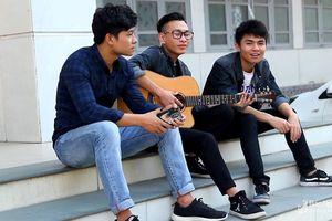 Ba chàng sinh viên người Nghệ gây 'sốt' với bản cover 'Cô gái Nghệ An - M52'