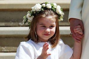 Công chúa nhỏ Charlotte xinh như thiên thần, làm lu mờ mọi ngôi sao