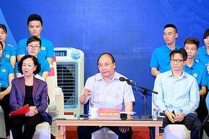 Thủ tướng đối thoại, trả lời nhiều câu hỏi 'nóng' của công nhân