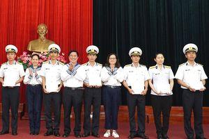 Sở Tư pháp TP.HCM thăm, tặng quà chiến sĩ Vùng 4 Hải quân
