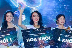 Trả lời quá khôn ngoan về vấn nạn ấu dâm, nữ sinh xuất sắc giành giải Hoa khôi Ngoại thương