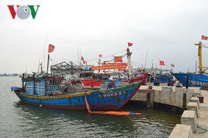 Ngư dân Quảng Trị lo lắng vì cát bồi lấp cửa biển Cửa Việt