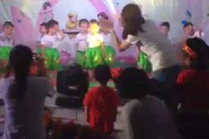 Clip: Cảm giác bất lực không hề nhẹ của cô giáo mầm non dạy các con múa