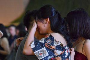 Học sinh Marie Curie ôm nhau khóc nức nở ngày chia tay
