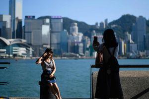 Hồng Kông phát cho 2,8 triệu người dân 510 USD/người