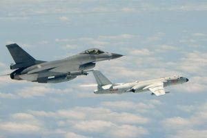Chiến đấu cơ Đài Loan bám sát máy bay ném bom Trung Quốc