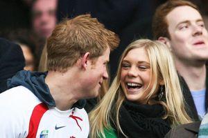 Hoàng tử Harry gọi điện cho tình cũ vài ngày trước khi cưới Meghan