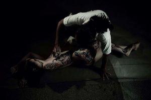Thêm mẫu nữ khỏa thân nói về cách làm việc của họa sĩ Ngô Lực