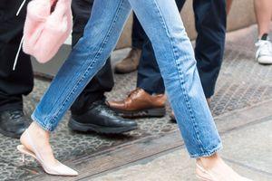 Phối đồ sành điệu với giày hở gót như Kendall Jenner