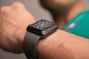 Apple bán Apple Watch LTE hàng tân trang, rẻ hơn 100 USD