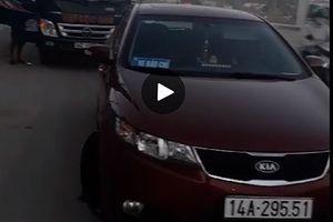 Quản lý thị trường Quảng Ninh dùng xe dán logo báo chí chặn xe tải?