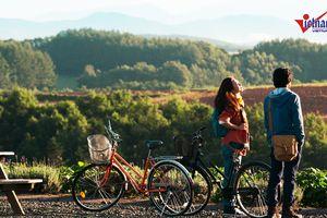 Khám phá thị trấn đẹp lạ kỳ trong phim 'Nhắm mắt thấy mùa hè'