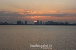 Hồ Tây đẹp yên bình trong ánh hoàng hôn