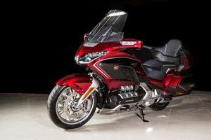 Giá lăn bánh mẫu mô tô khủng Gold Wing vừa ra mắt