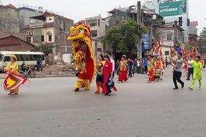 Hàng nghìn người tham gia rước kiệu kỷ niệm 990 năm thành lập làng Cổ Nhuế
