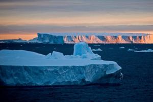 Nam Phi xem xét mua núi băng từ Nam Cực để lấy nước ngọt