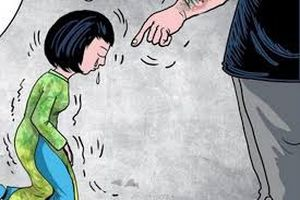 Vì sao giáo viên liên tiếp bị ép quỳ, đánh đập?
