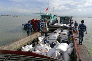 Cảnh sát biển bắt giữ tàu chở 50 tấn phân đạm