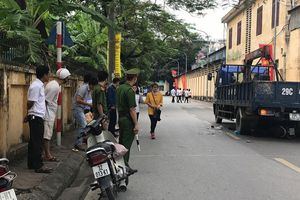 Hà Nội: Tạm giữ hình sự tài xế lùi xe tải khiến 3 mẹ con tử vong