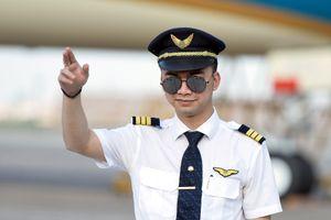Hàng loạt phi công Vietnam Airlines lại xin nghỉ việc, gửi đơn cầu cứu