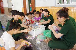 Phụ nữ Quân đội chăm lo trẻ em bất hạnh