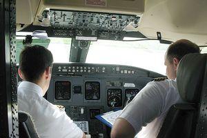 Bộ GTVT nói phi công xin nghỉ việc phải báo trước 180 ngày là đúng