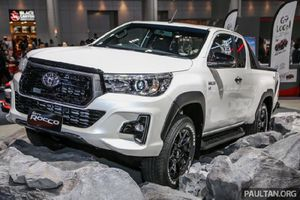 Toyota Hilux Revo Rocco 2018 'cạnh tranh' Ford Ranger Wildtrak.