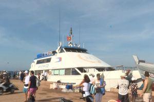 Tàu cao tốc, siêu tốc sẵn sàng đón 2.000 du khách kẹt ở Lý Sơn