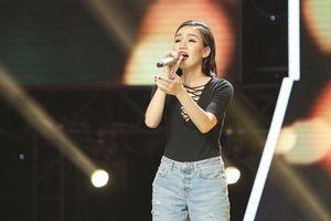Trò cũ của Hà Hồ gây bất ngờ tại The Voice 2018 với 'Người lạ ơi'