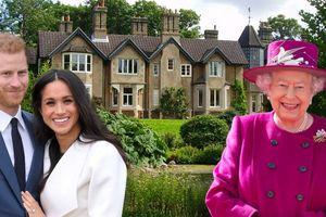 Nữ hoàng Anh tặng quà cưới khủng cho vợ chồng Hoàng tử Harry
