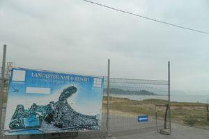Người dân bức xúc phản đối dự án Lancaster Nam Ô resort dựng rào chắn đường xuống biển