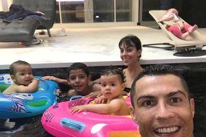 Sinh nhật cặp sinh đôi, xem bọn trẻ nhà Ronaldo lớn đến đâu?