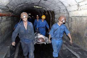 Tụt nóc hầm lò, 1 công nhân bị than vùi lấp tử vong