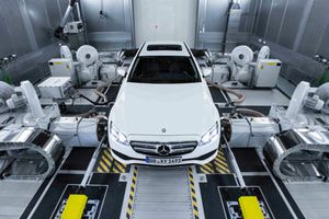 Nhiều hãng xe tạm dừng sản xuất chờ chứng nhận khí thải mới